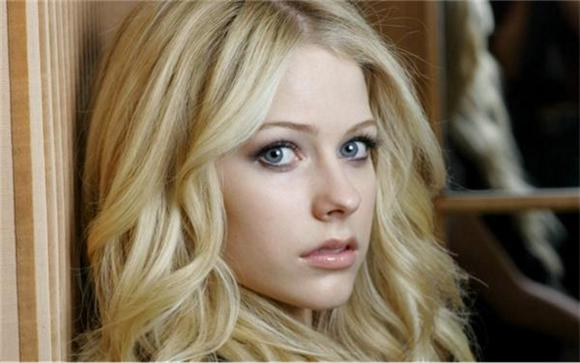 Avril Lavigne Has A Mystery Illness And Isn't Going To Talk About It