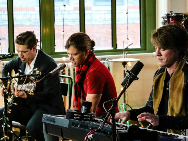 NOW PLAYING: A Jolly Holiday Session with Hanson