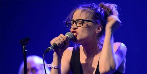 Fiona Apple Gives President-Elect Trump a Bold Message As She Performs Amongst Others At Standing Rock Benefit