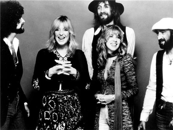 Carly Rae Jepsen And More Honor Fleetwood Mac