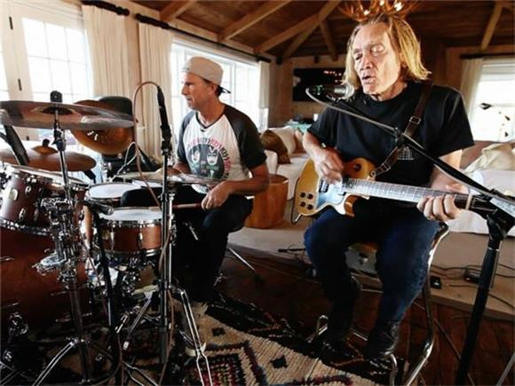 Now Playing: GE Smith's Floating Bridge - Featuring RHCP's Chad Smith