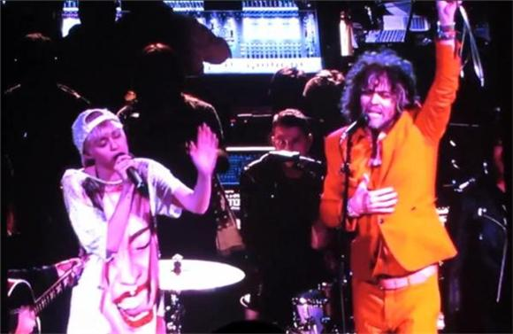 Miley Cyrus and The Flaming Lips Battled Pink Robots