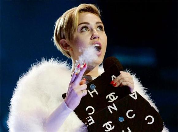 Miley Cyrus Consumes Arctic Monkeys Track on MTV Unplugged