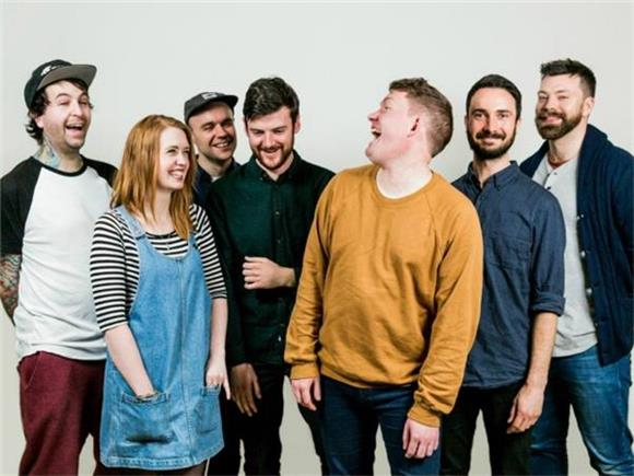 How Los Campesinos! Became The Most Trustworthy Band in Indie Rock