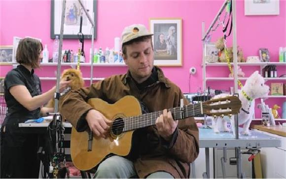 Watch Mac DeMarco Sing 'This Old Dog' at a Dog Groomers