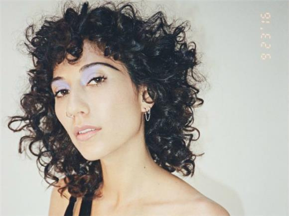 The Effortless Sensuality of Tei Shi