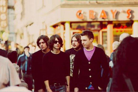 mp3 stream: arctic monkeys