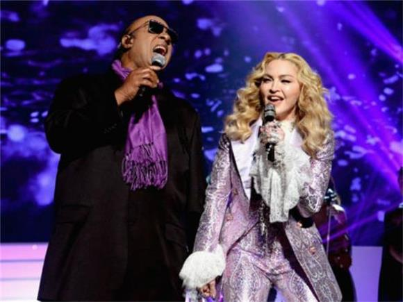 Billboard Music Awards: Madonna Performs Prince with the Enthusiasm of a Goldfish