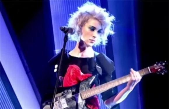 St. Vincent Digitizes and Mechanizes on Live...with Jools Holland