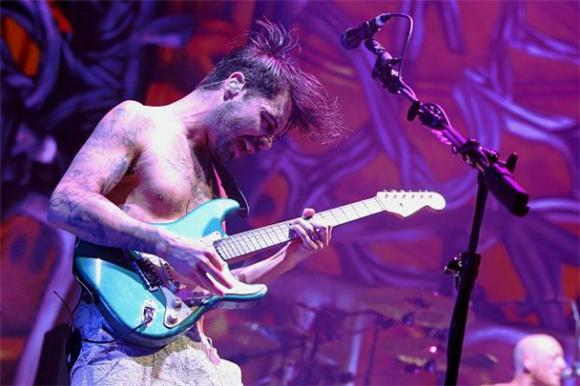 Biffy Clyro Explode with 'Different People' Live in London