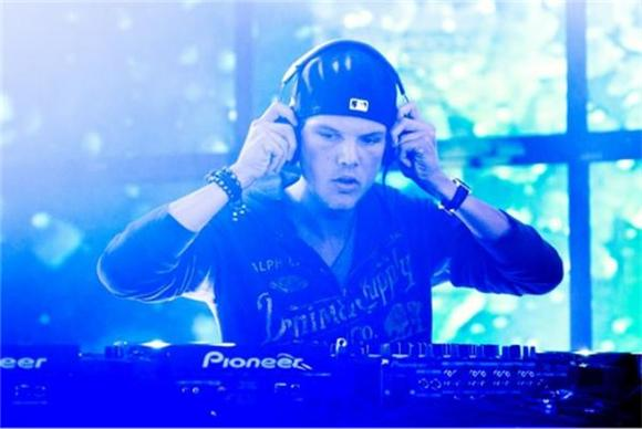Dozens Hospitalized After Avicii Concert In Boston