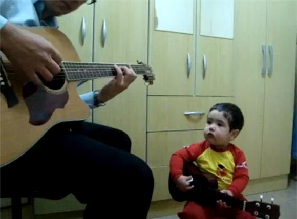 Adorable of the Day: Father and Toddler Do Beatles Duet