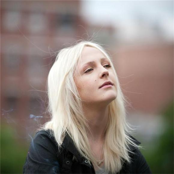 Laura Marling Dances In The Shadows