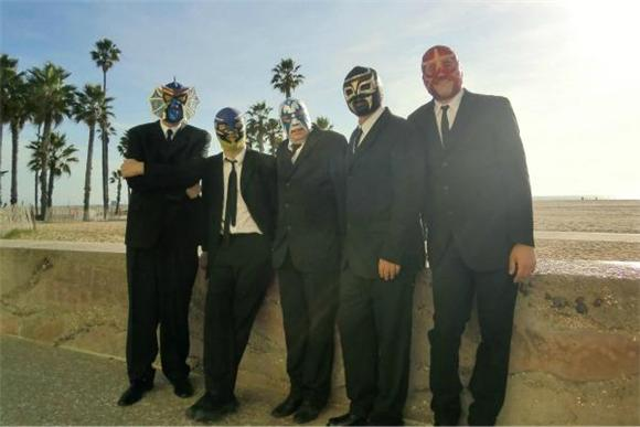 Music Video Premiere: Los Straitjackets