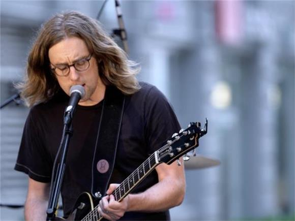 NOW PLAYING: Carl Broemel's Mesmerizing Bands and Brews Session