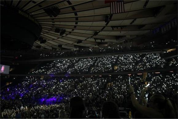 Oh Wonder And Halsey Perform A Sold Out Show At Madison Square Garden