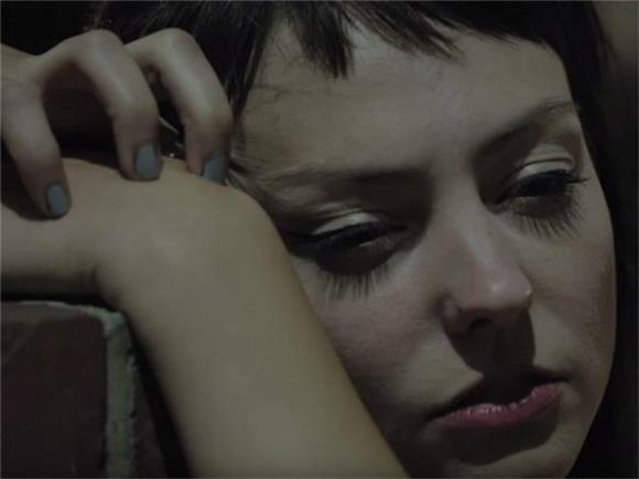 Angel Olsen Channels Desert Vibes and Stevie Nicks in 'Sister'