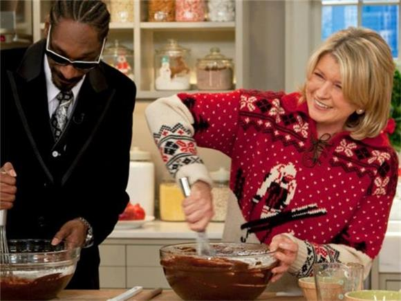 Martha Stewart and Snoop Dogg's Dinner Party is More Than Just Fun and Games