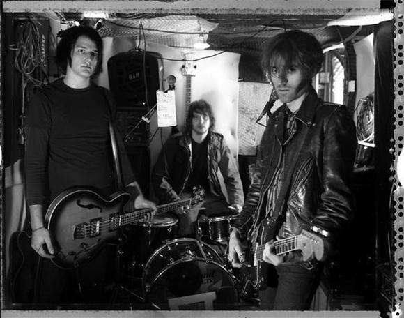 free mp3: a place to bury strangers