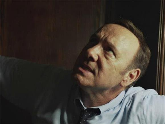 Kevin Spacey Stars in Tom Odell's New Video for 'Here I Am'