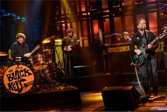 Black Keys Cover Edwyn Collins' 'A Girl Like You' on the Tonight Show