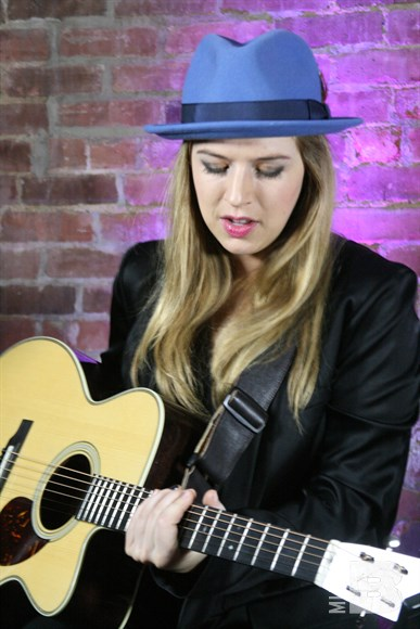 ZZ Ward - The Guest Apartment